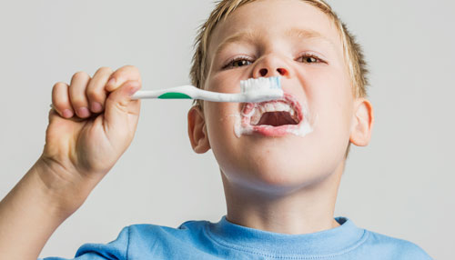 brushing-teeth-kid-01