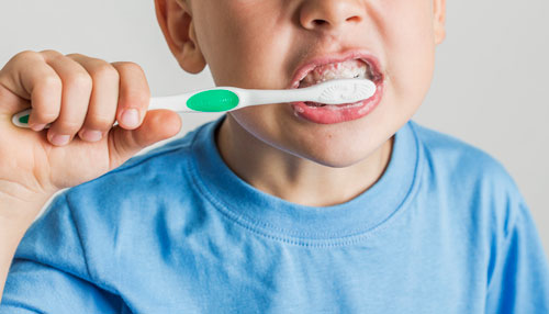 brushing-teeth-kid-02